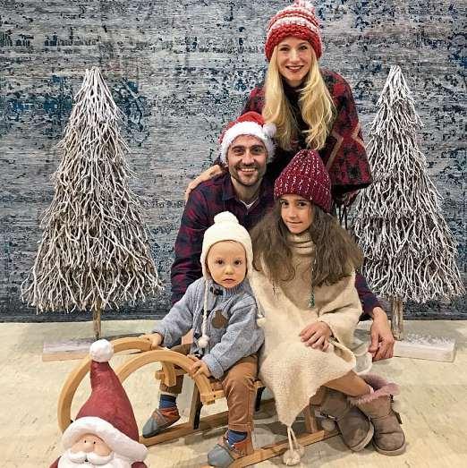 Familie Fazel wünscht allen Lesern ein besinnliches Weihnachtsfest. FOTO: FAZEL-TEPPICHKUNST