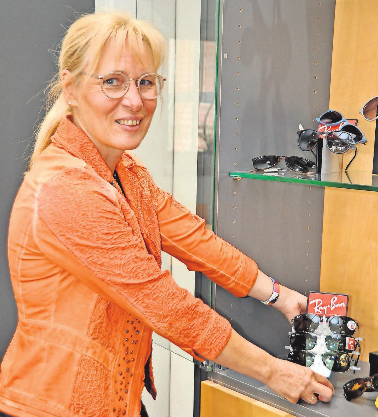 Augenoptikermeisterin Silvia Krone ist unter anderem Expertin in Bezug auf Varilux-Gleitsichtbrillengläser für stufenloses Sehen in allen Entfernungen.