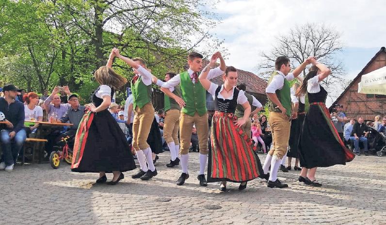 Auch das Brauchtum wird gepflegt, so ist die Landjugend regelmäßig auch bei Festen, Umzügen und Veranstaltungen anderer Landjugenden in der Region vertreten. Fotos: privat