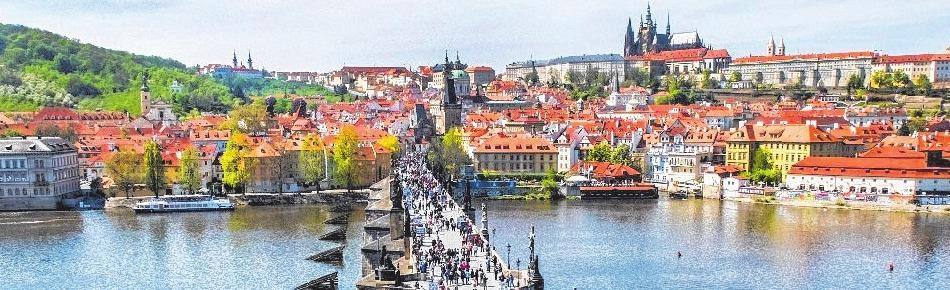 Die Karlsbrücke in Prag. FOTOS: BEHRENS–MEDIA