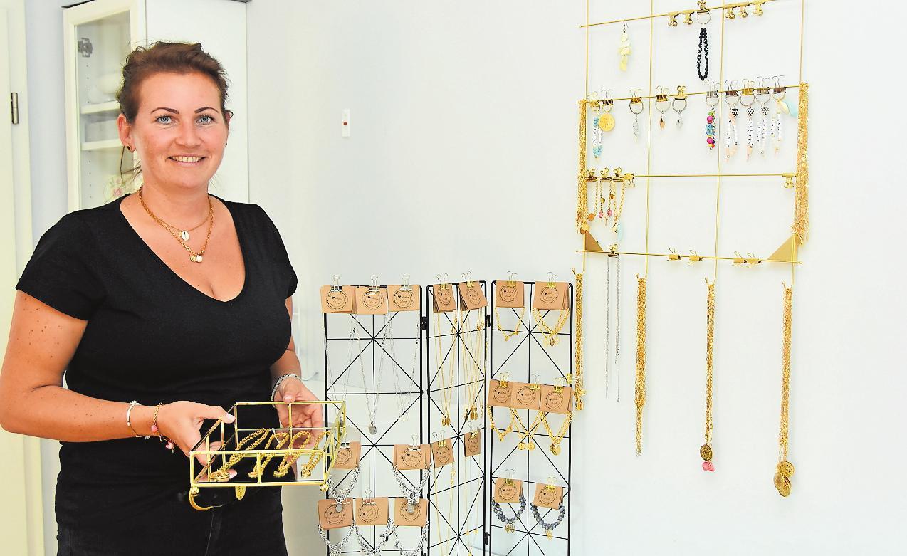 Liebt kleinteilige Arbeiten: Schmuckdesignerin Lucia Krämer. FOTO: CLEMENS