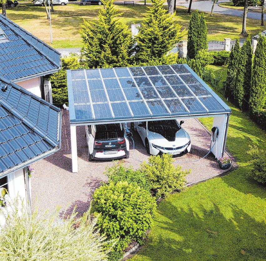 Die Ladestation lässt sich bestens mit einer Photovoltaik-Anlage zum Beispiel auf dem Dach des Carports vernetzen. Foto: djd/www.solarcarporte.de