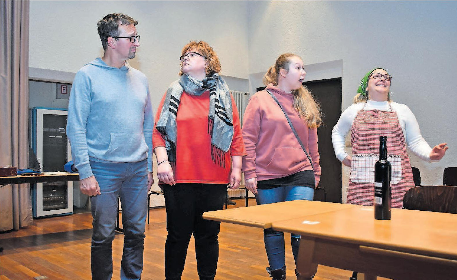 """""""Der Heiratsmuffel"""" und die Frauen (von links) beim Probenabend: Arndt Klein, Andrea Schreier, Nadine Schreier und Diana Heinlein. FOTO: SCHENK"""