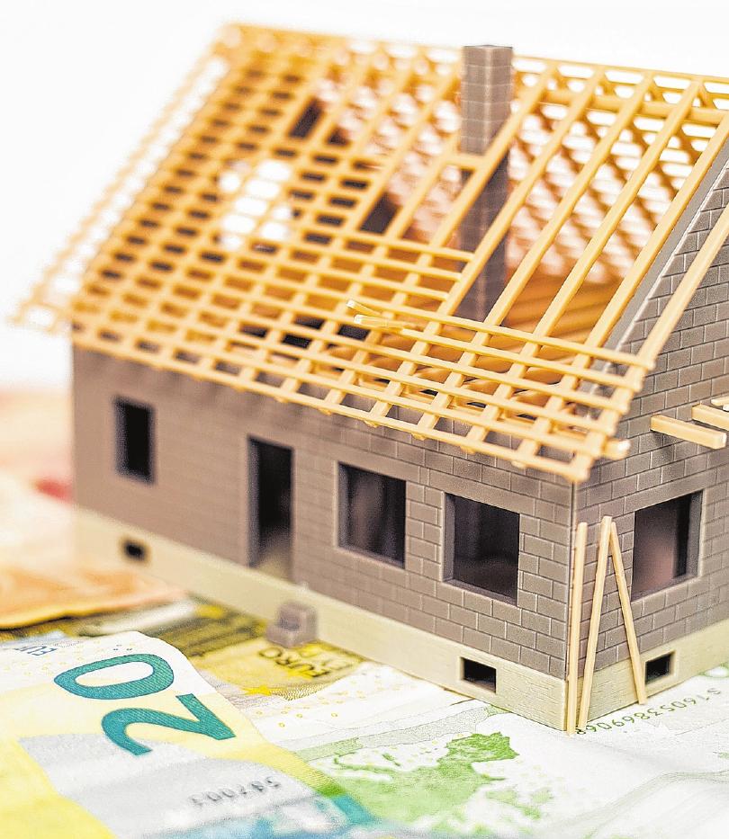 Wer zum Beispiel ein Haus baut, der sollte ständig die Kosten und Einsparungsmöglichkeiten im Blick haben.