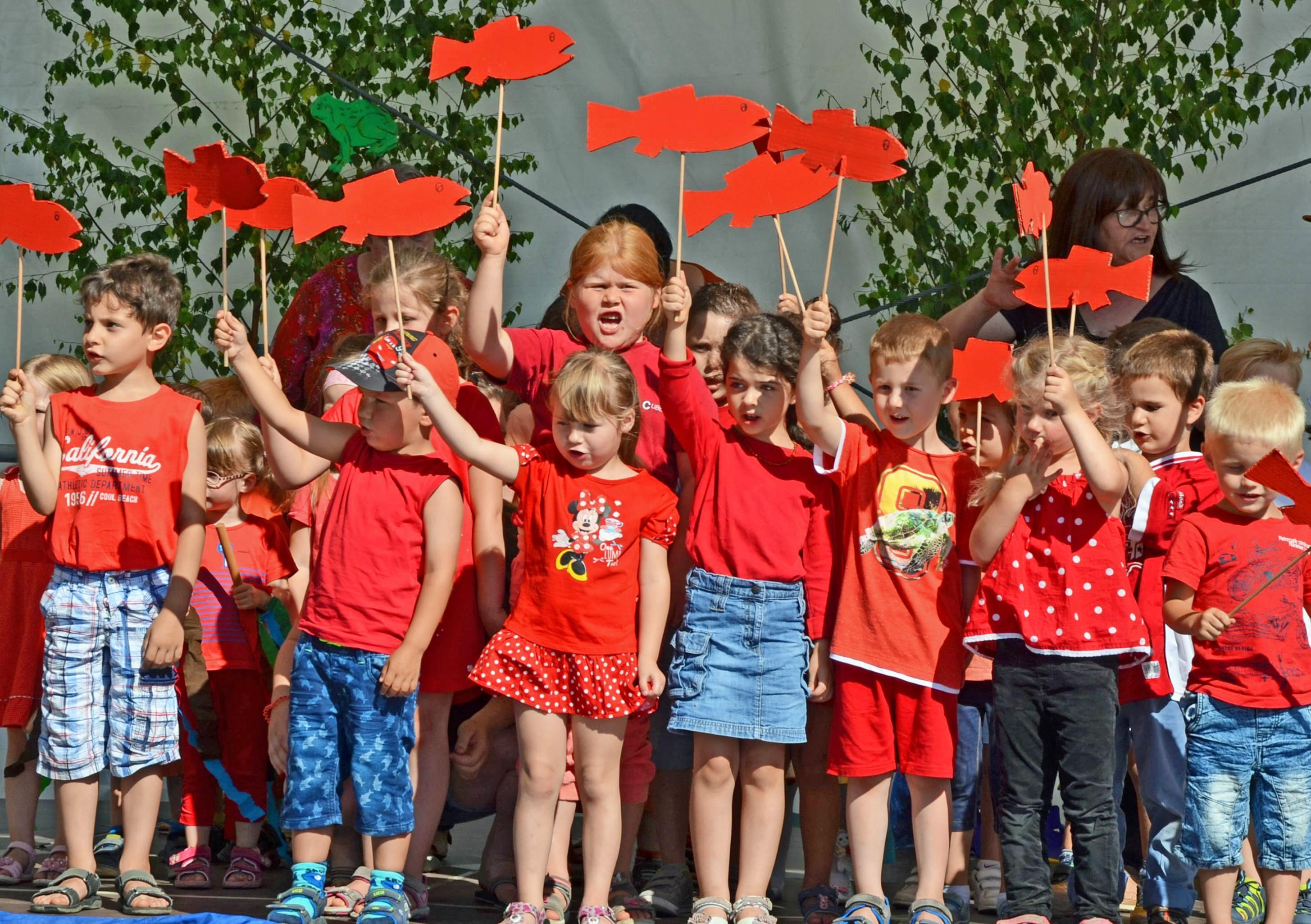 Unterhaltung für die ganze Familie bietet das Pfaffenhofener Frosch- und Schneckenfest am kommenden Wochenende. Gefeiert wird am Samstag und Sonntag rund ums Rathaus. Foto: Archiv/Stuber