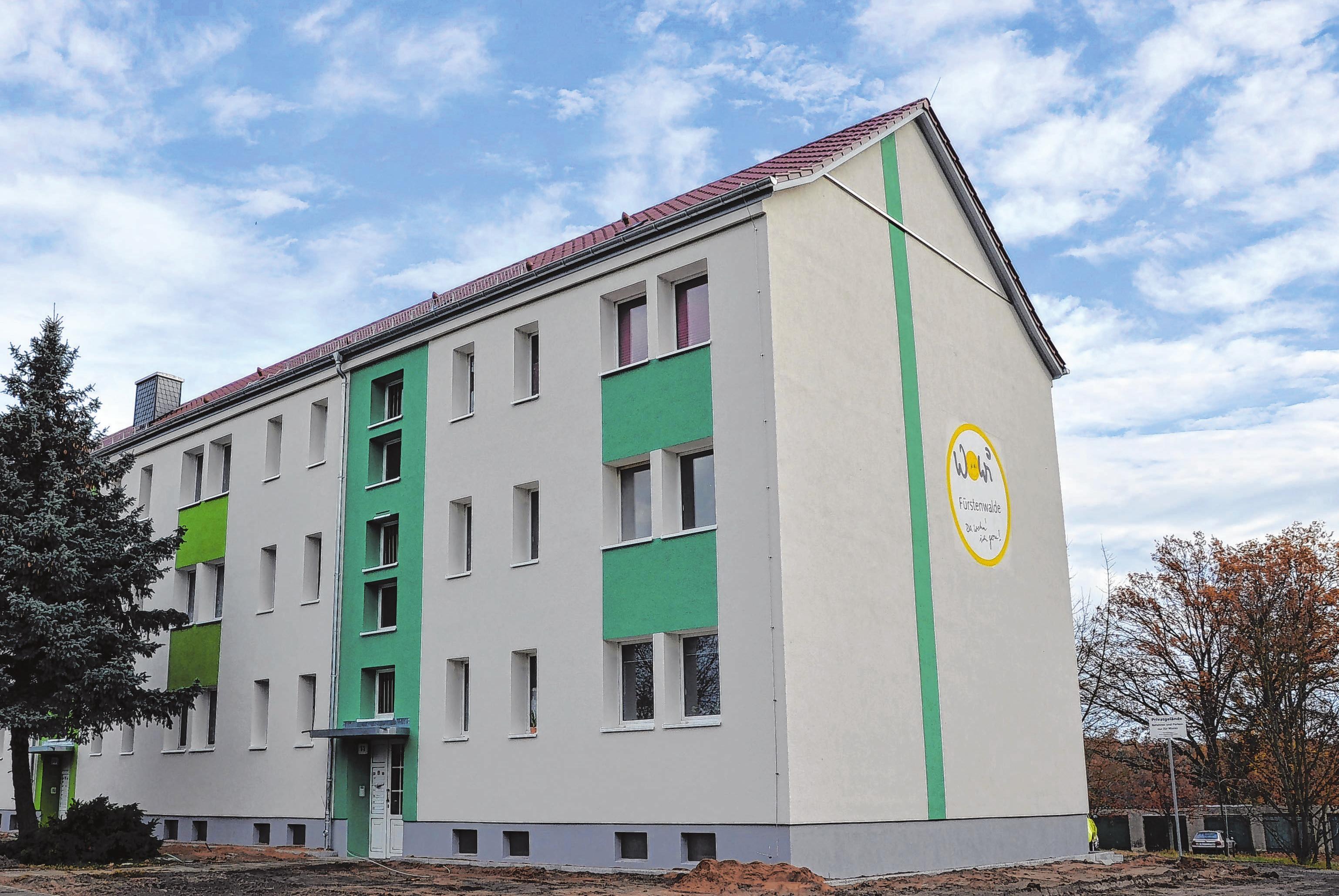 In frischem Weiß und Grün erstrahlt der Wohnblock in der Buchholzerstraße 6 bis 11 in Trebus. Foto: Vanessa Engel