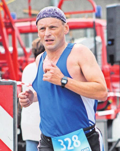 Der Leegebrucher in seiner typischen Körperhaltung auf der Laufstrecke. FOTO: ROESKE
