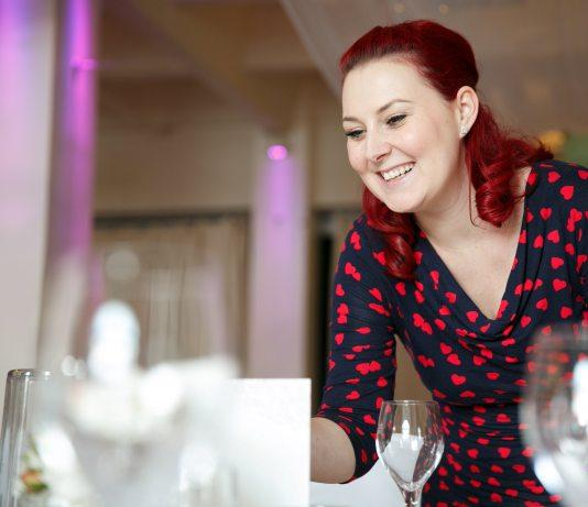 Hochzeitsplanerin Svenja Schirk rät, mit den Vorbereitungen für Trauung und Feier 18 Monate davor zu beginnen. Bild: Hochzeitslicht/Freakin' Fine Weddings/dpa-mag