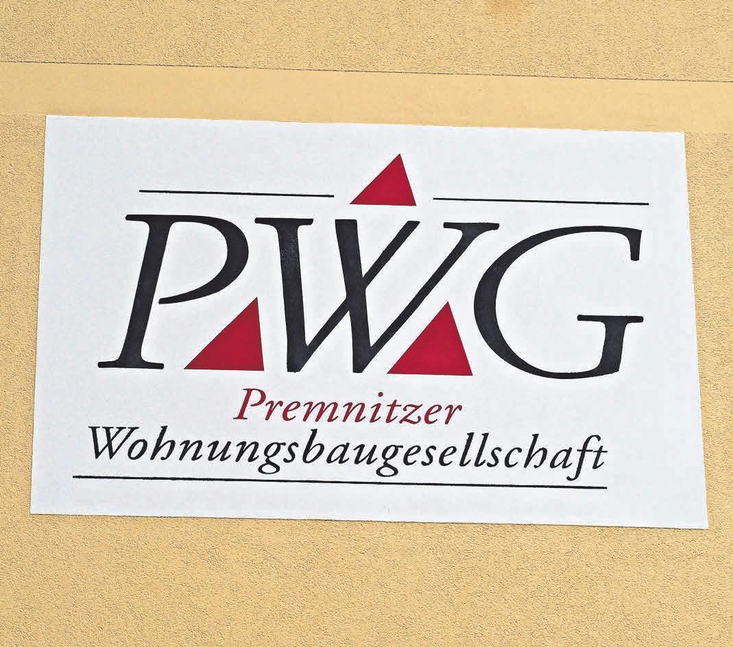 An der Fassade des soeben fertiggestellten Gebäudes prangt groß das Logo der PWG.