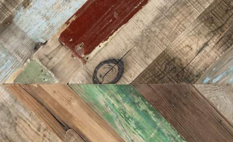 Die Kiefernplanken stammen aus Brennereien und Flugzeuganlagen - aufgearbeitet vermitteln sie Gebraucht-Charme. Foto: Deutsche Messe