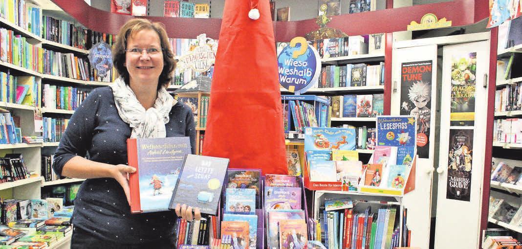 Schon ganz im literarischen Weihnachtsfieber sind Buchhändlerin Gaby Frey und ihr Team.