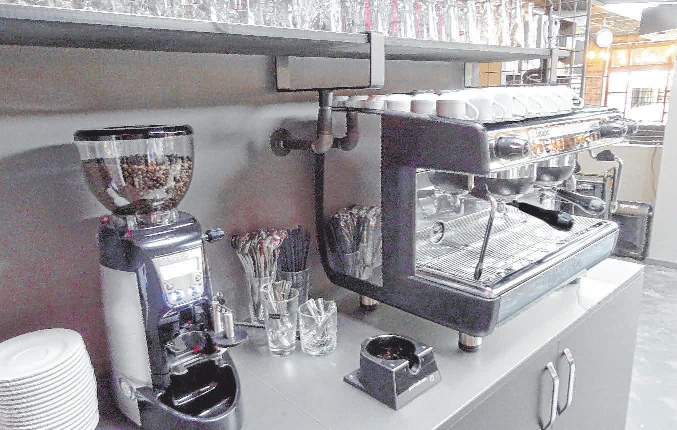 Zur coolen Getränkebar gehört auch die neue Siebträger-Kaffeemaschine.