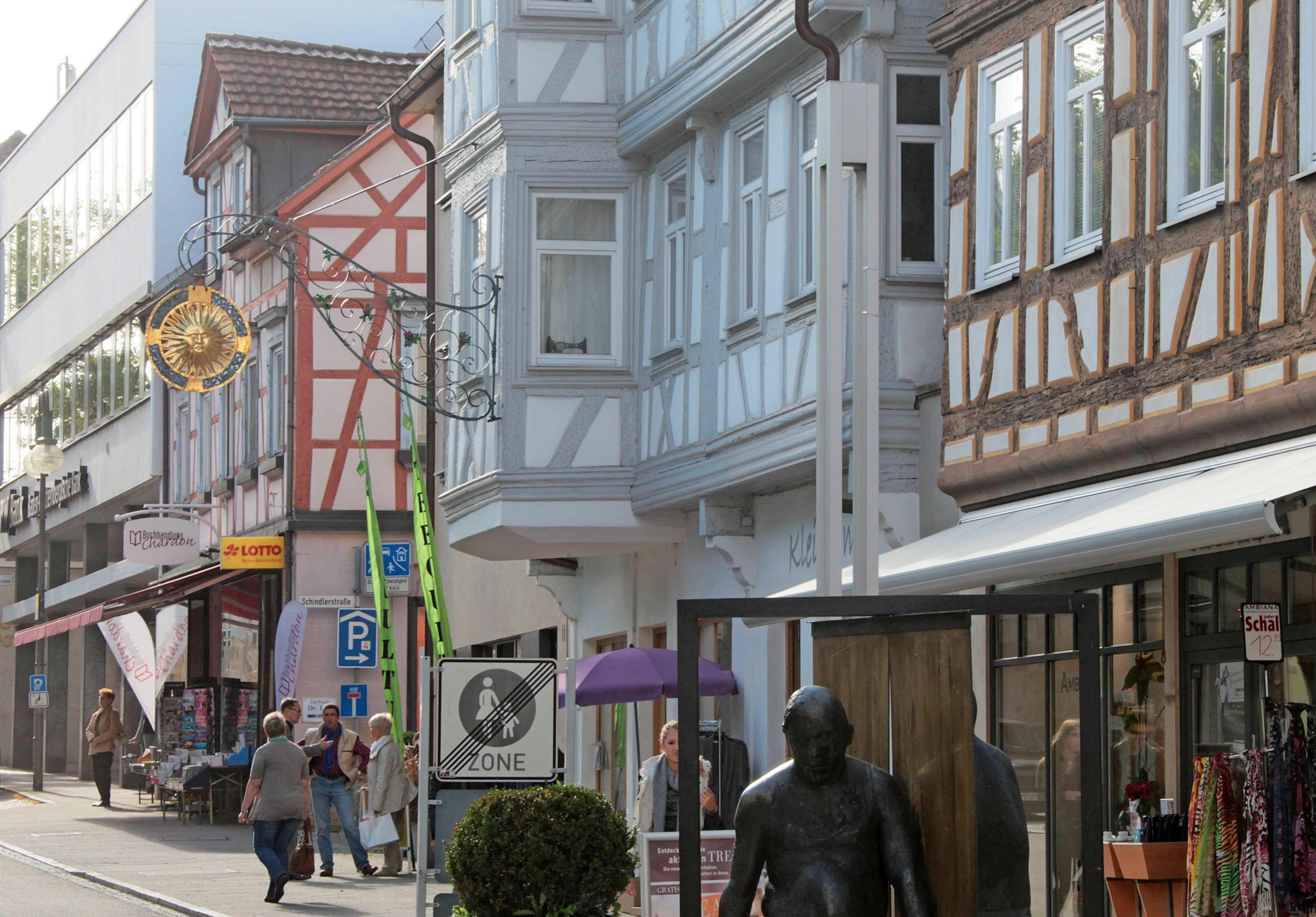 """An den """"Shopping Lights"""" im Herzen von Neckarsulm beteiligen sich mehr als 30 Geschäfte mit vielen Aktionen und einem attraktiven Gewinnspiel. Fotos: Archiv/Sawatzki"""