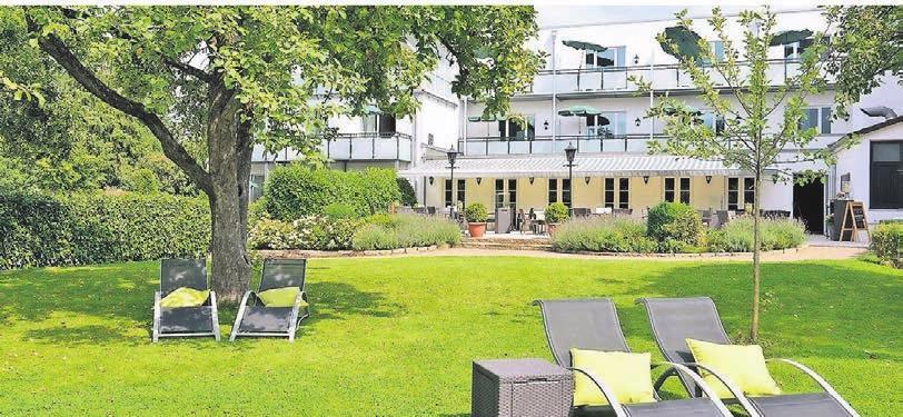 Das Kurhotel Drei Birken bietet eine Sonnenterrasse mit Liegewiese zum Entspannen und Verweilen.Š Fotos: Dirk Holst