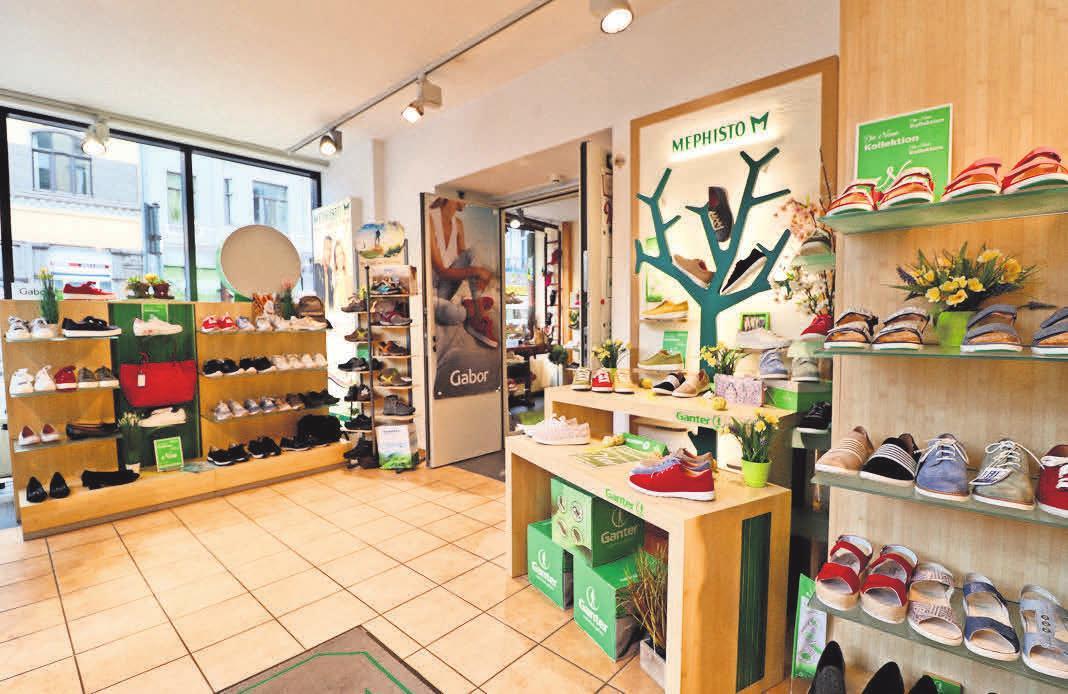 """Im Schuhhaus Menze geht es zum """"Frühlingserwachen"""" mit großen Schritten auf Frühling und Sommer zu."""