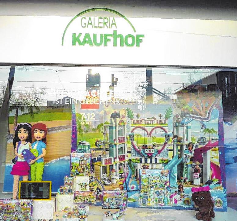 Bei Galeria Kaufhof (Paradeplatz) dominieren in diesem Jahr Lego und Playmobil die Auslagen. BILDER: ENGELHORN/GALERIA KAUFHOF
