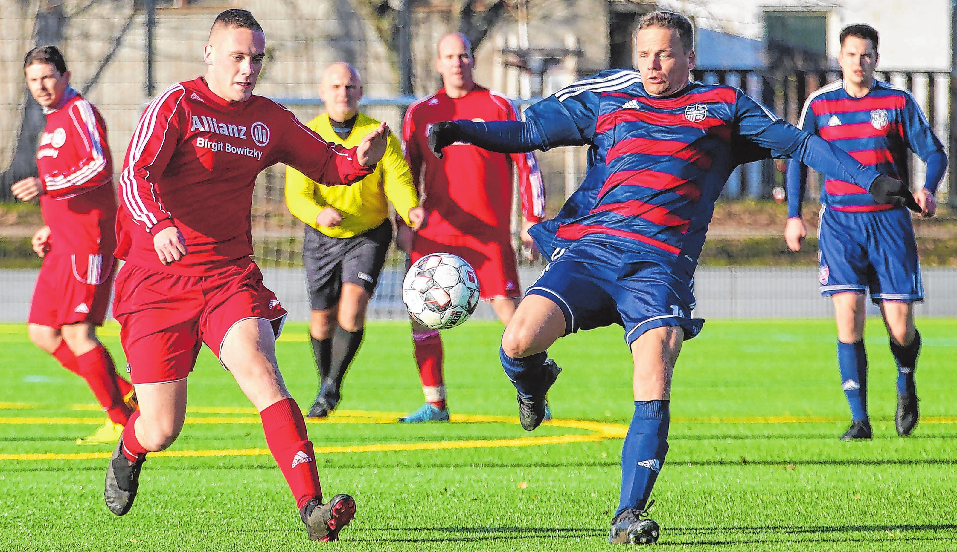 Vier Schwedter Mannschaften (im Bild Szene aus FC Schwedt II gegen Heinersdorfer SV von 2019/20) sowie der VfB Gramzow II – das ist alles, was die östliche Uckermark in der neuen Spielzeit in der Kreispoberliga an den Start bringt. Sieben Teams, aus zehn Vereinen formiert, stellt der westliche Kreis.