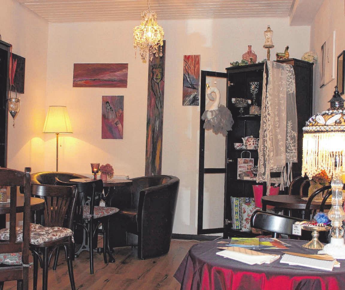 Wenn Corona es wieder zulässt, kann man es sich im Café-Stübchen herrlich bequem machen. FOTOS: KLEIN & FEIN