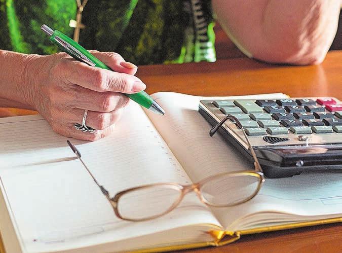 Mühe beim Erledigen des Büros? Die Pro Senectute hilft. Bild: iStock