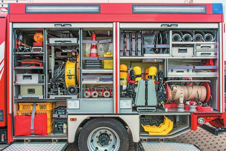 Wer bei der Feuerwehr anfangen will, sollte Ahnung von Technik haben FOTO: ISTOCK/RALF GEITHE