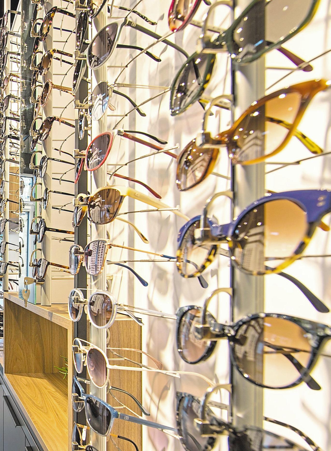 1500 Fassungen und 500 Sonnenbrillen, die große Auswahl top-aktueller Brillen kann sich sehen lassen.