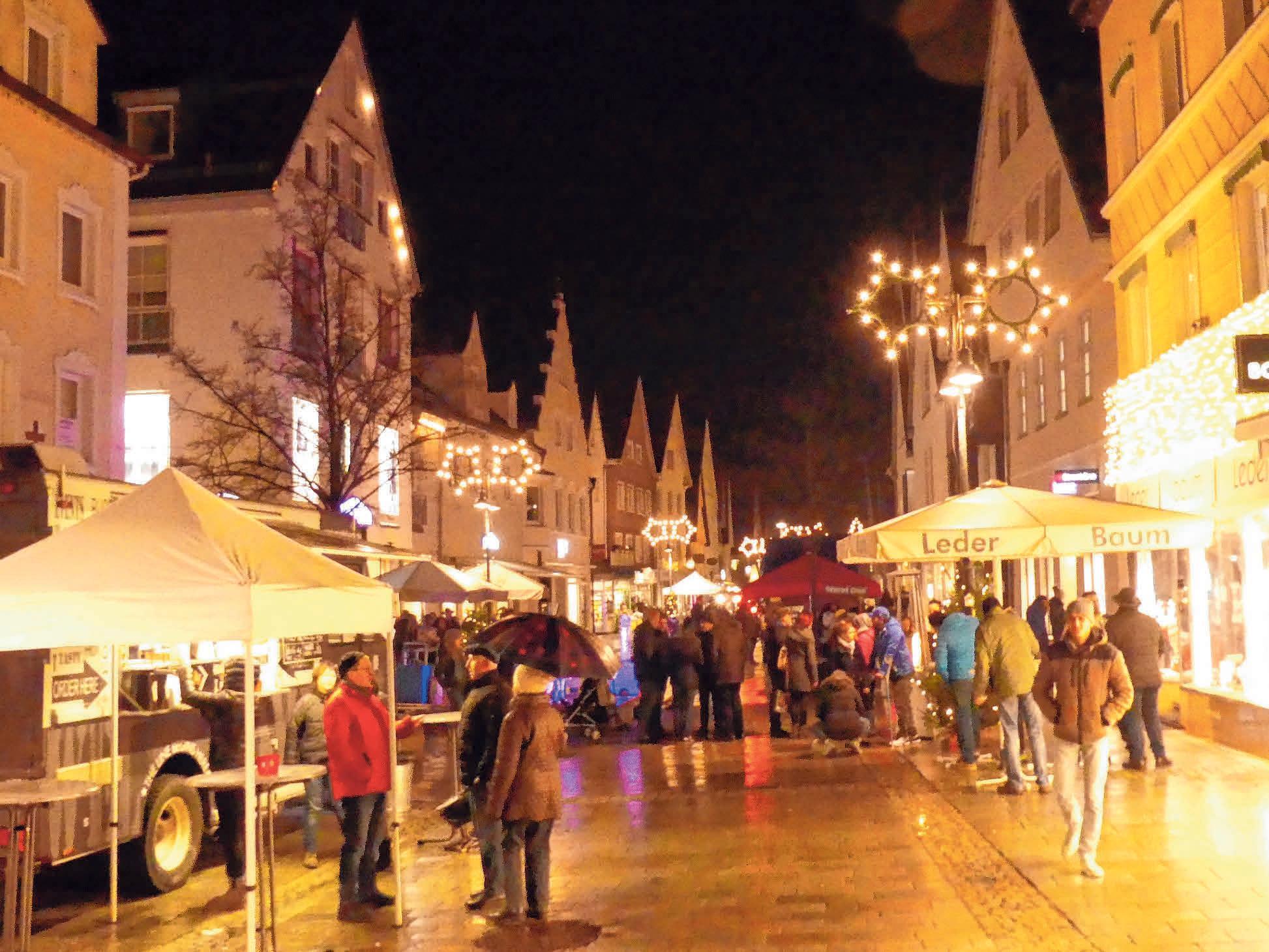 Zum langen Einkaufsabend wird die Ehinger Innenstadt wieder stimmungsvoll beleuchtet sein. FOTO: BURGHART