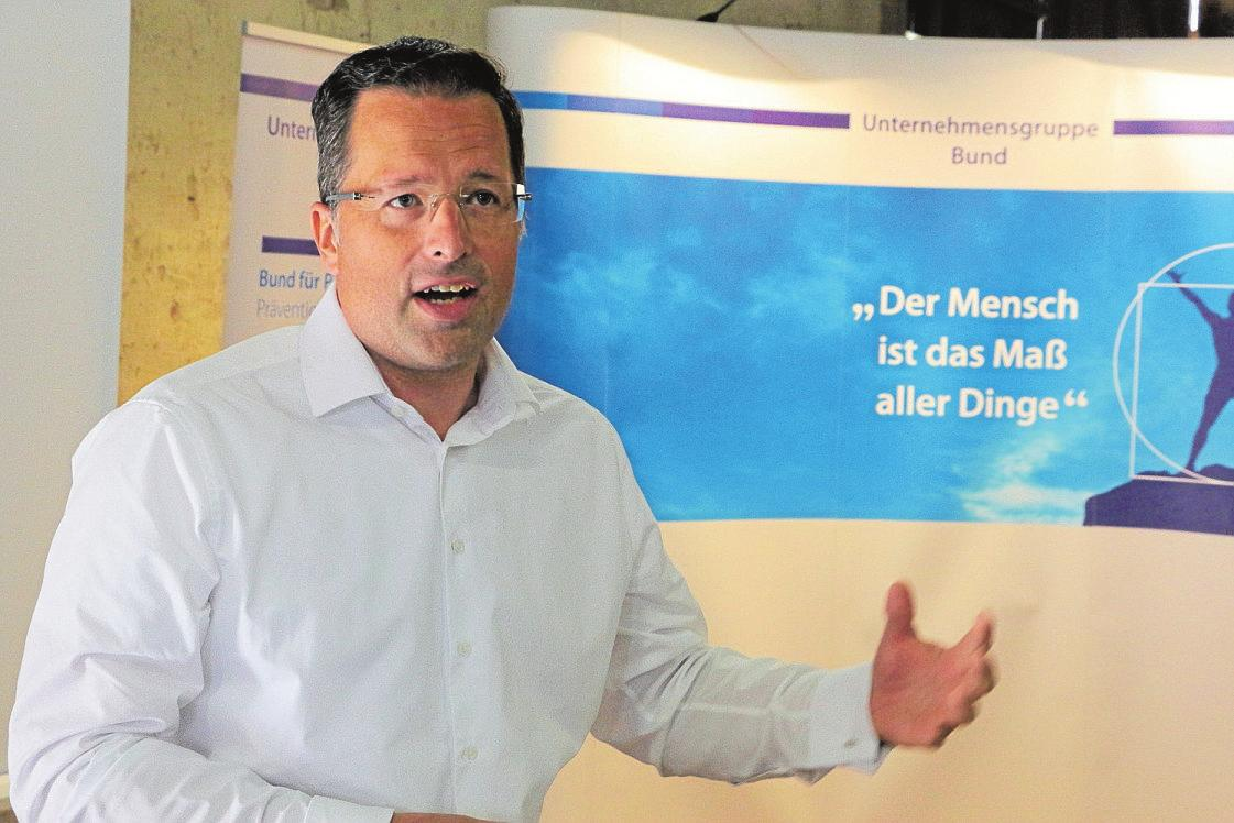"""Ehrengast Kai Seefried, Generalsekretär der CDU-Niedersachen: """"Das ist ein wichtiges und wegweisendes Stück nachhaltiger Bildungs- und Sozialarbeit"""". Foto: eaw"""
