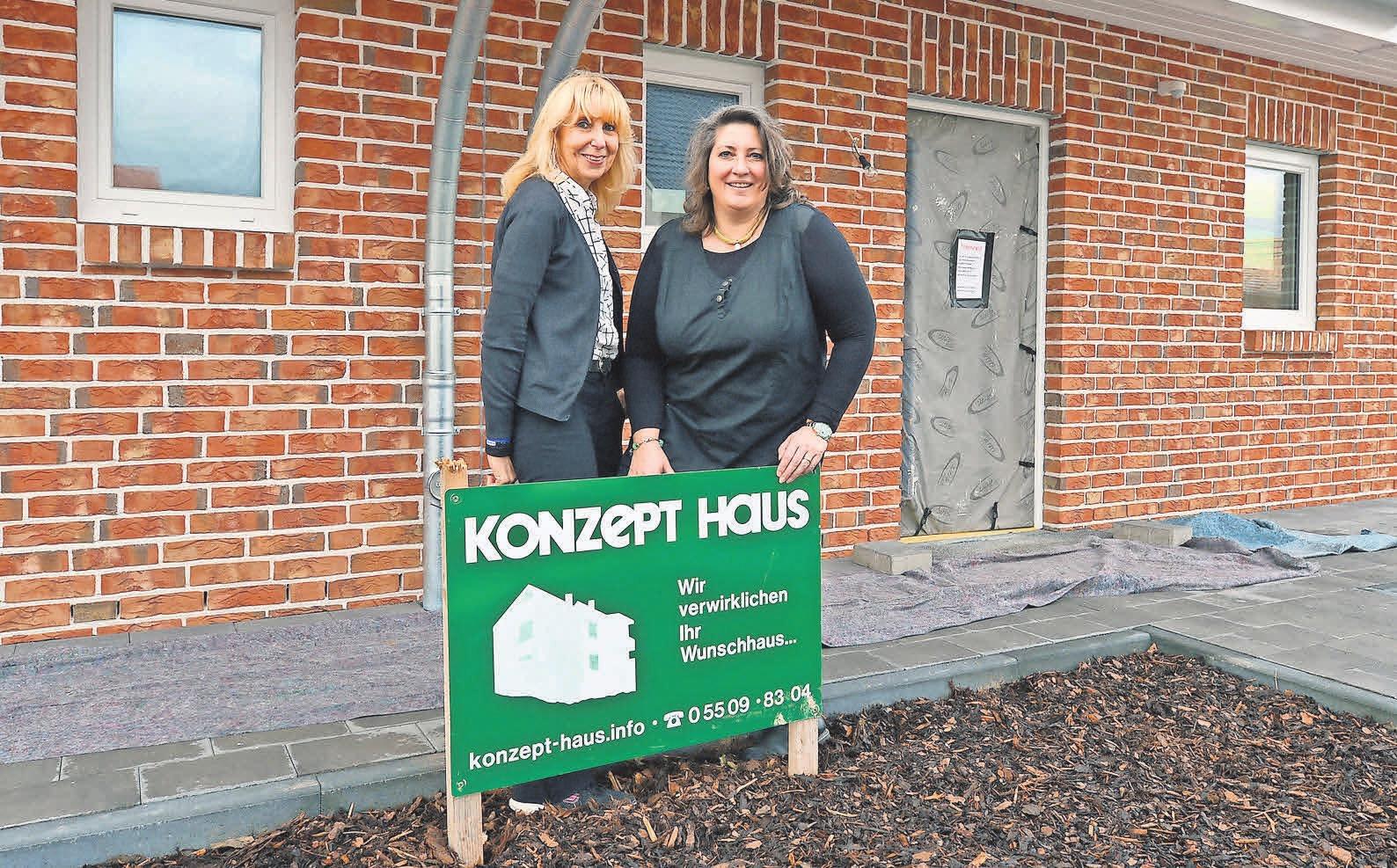 Konzept-Haus-Geschäftsführerin Ilona Nitsch (rechts) mit ihrer Mitarbeiterin Sigrid Hanelt.