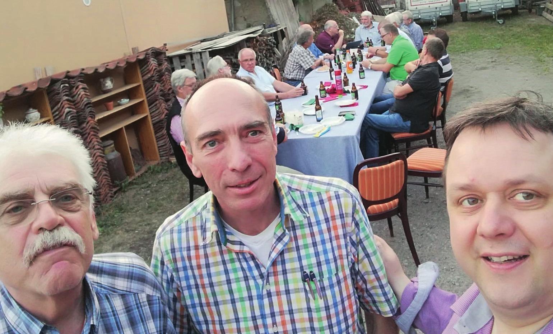 Freischießen-Vorfreude bei Werner Mix, mit Fritz Hirsch (links) und Christoph Hussy (rechts).