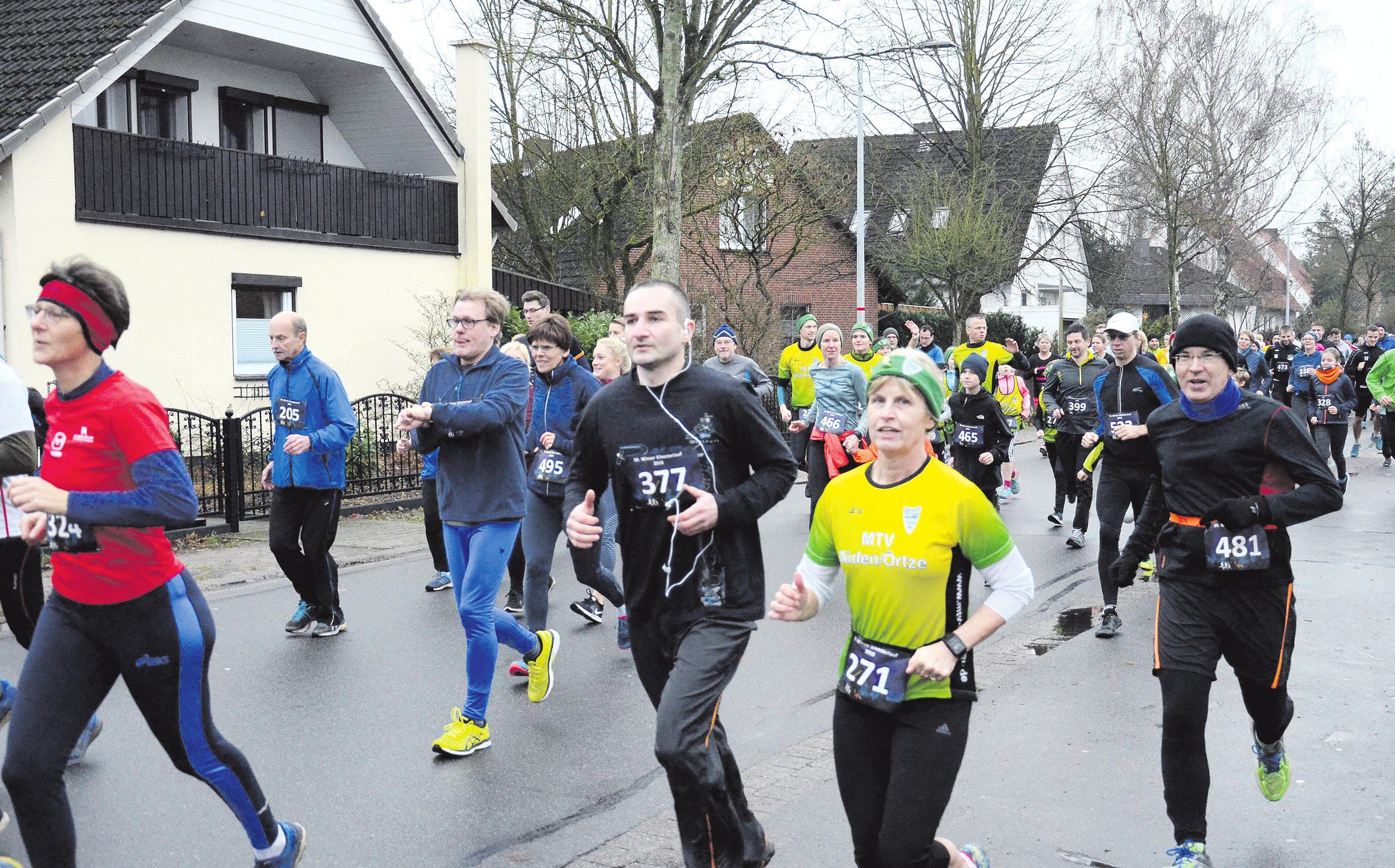Rund 400 Teilnehmer gingen am vergangenen Montag beim traditionellen Silvesterlauf wieder auf die Strecken.