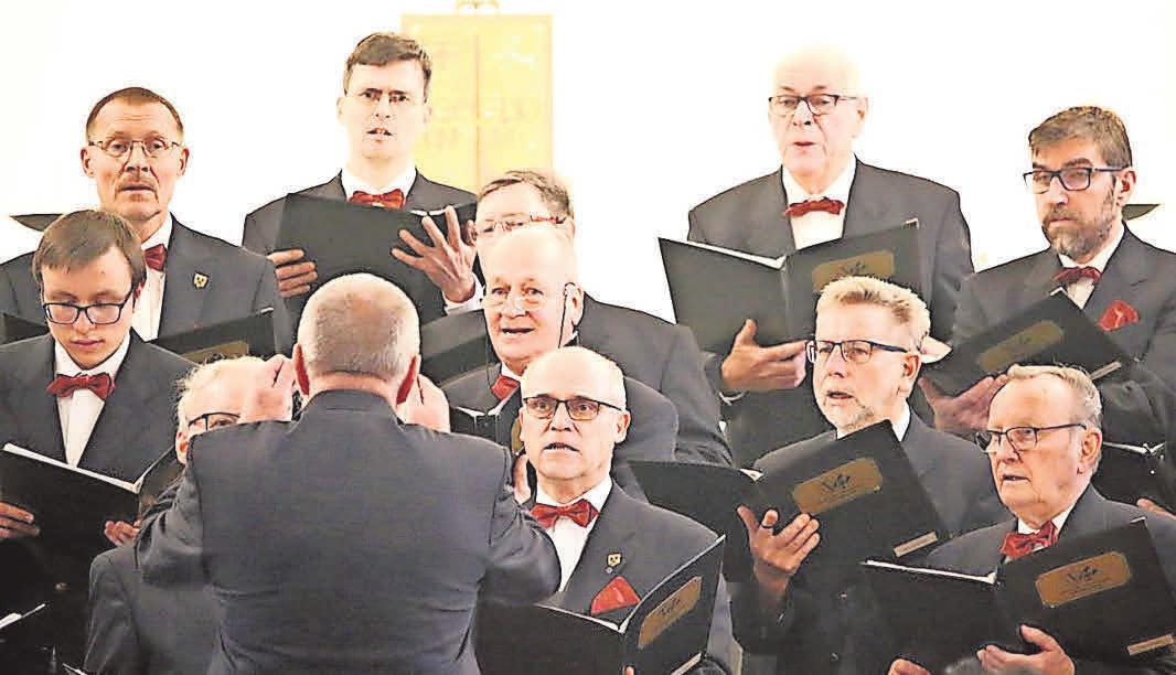 Klaus Rudolph (Mitte) singt seit nunmehr acht Jahren im Schulze-Delitzsch-Männerchor. Fotos: LVZ-Archiv/privat