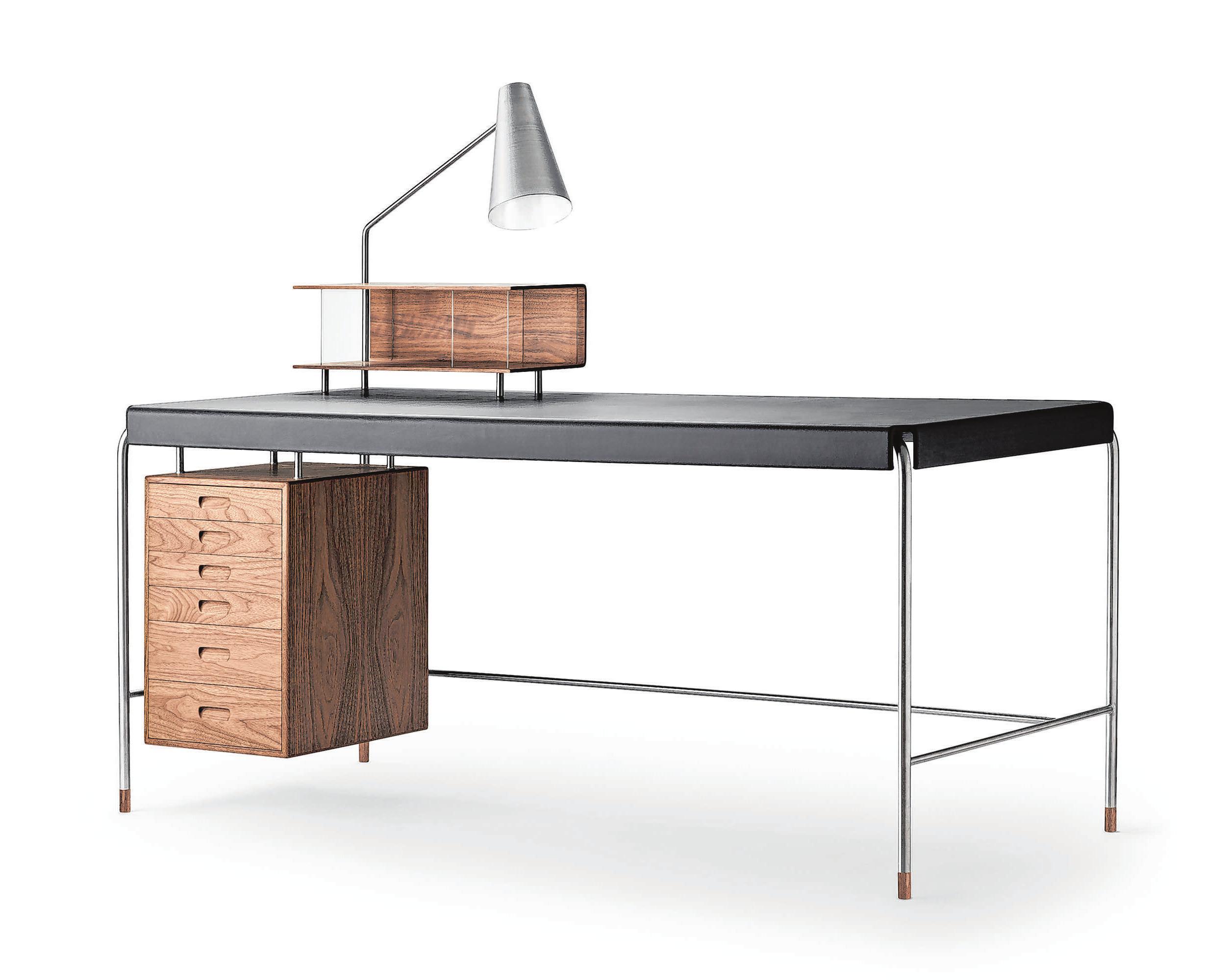 Klassischer Look: Der Society Table von Carl Hansen & Søn besteht aus Stahl, Furnier, Leder und Holz. Foto: Carl Hansen & Søn/dpa