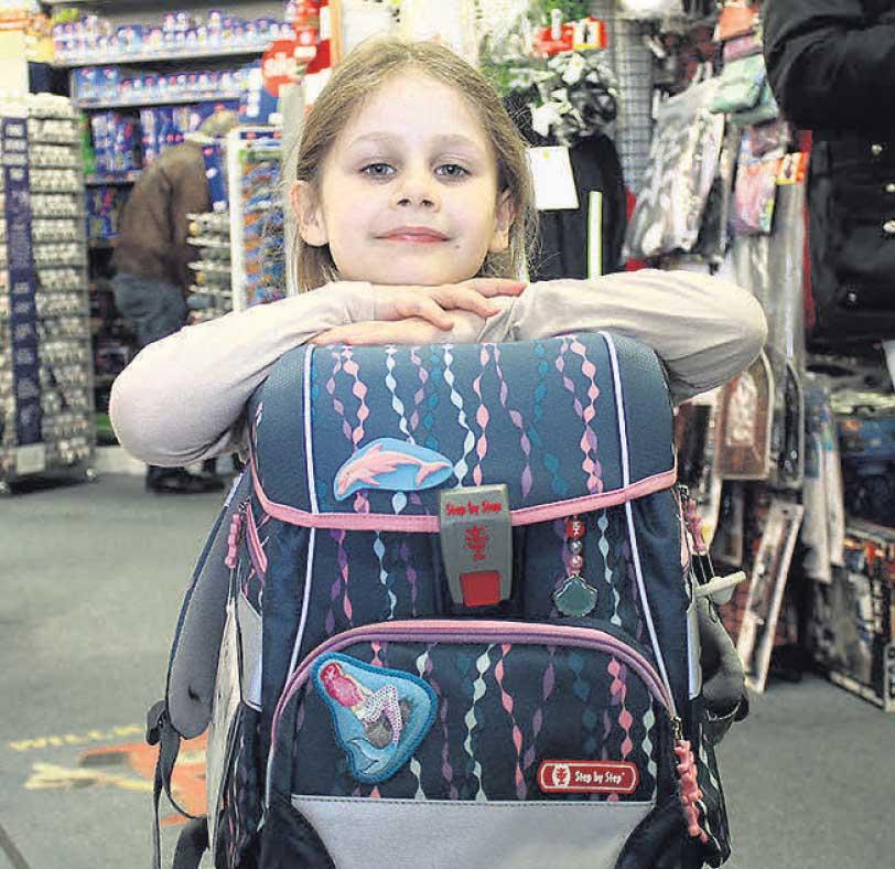 Zoe (5) wollte, dass ihr neuer Ranzen bequem zu tragen ist, als Fan von Meerjungfrauen ist sie aber auch optisch mit ihrer Wahl zufrieden.