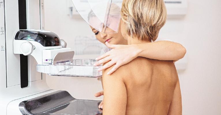 Alle zwei Jahre werden Frauen zwischen 50 und 69 zum Mammografie-Screening eingeladen. FOTO:VIVIANE WILD, DPA