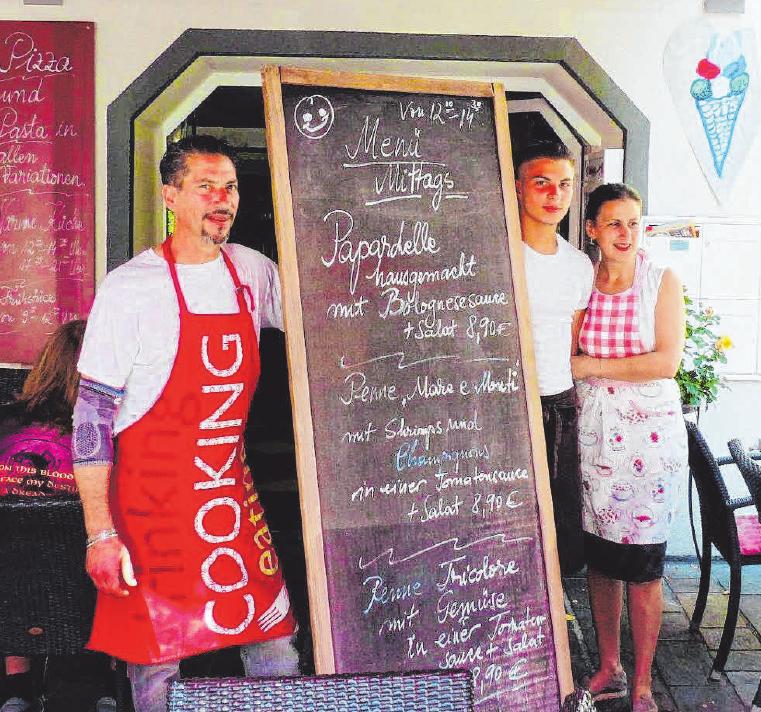 Antonio und Claudia Messina zaubern seit 15 Jahre italienische Leckereien. Sohn Valentino (mitte) ist in den Familienbetrieb eingestiegen.