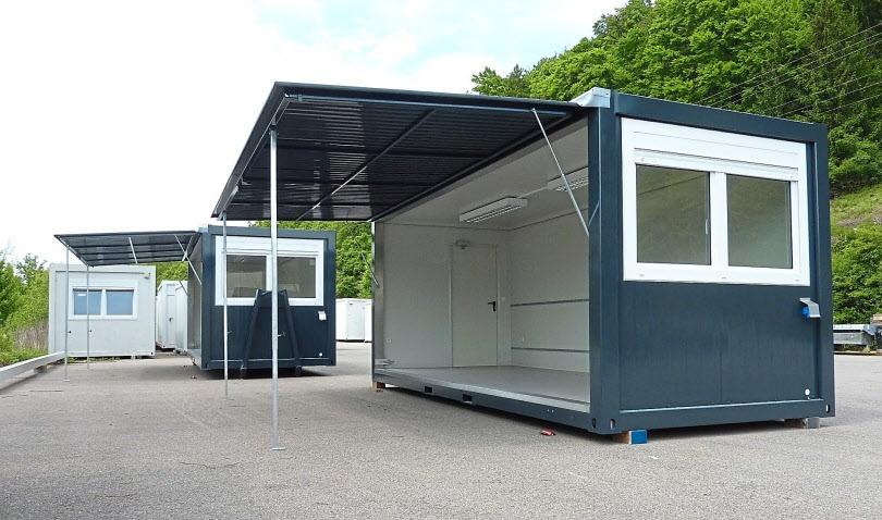 Container sind wandelbar und können mit Abrollunterrahmen, Staplertaschen und großer Stahlklappe auch als Messecontainer gebaut werden.