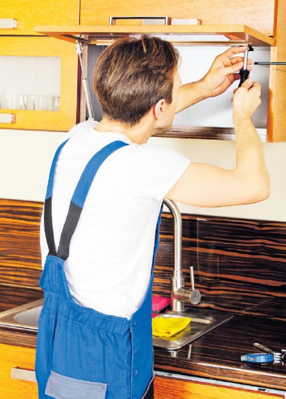 Es wird vermessen, gesägt, gedübelt, geschraubt, zurechtgerückt: die Ausbildung verlangt nicht nur handwerkliche Fähigkeiten ab.FOTO: PIOTRMARCINSKI/ STOCKADOBE.COM