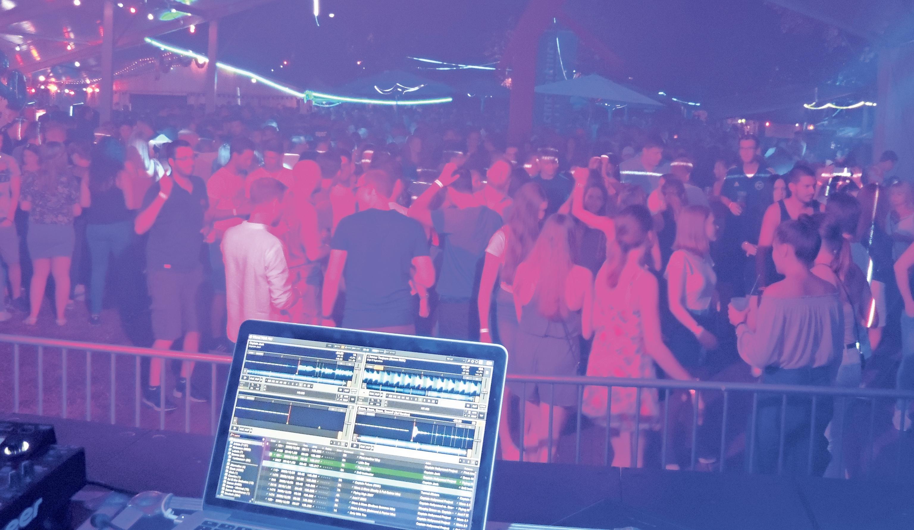 Mehrere Top-DJs geben sich beim Giga-Open-Air die Klinke in die Hand. Fotos: Harald Sass