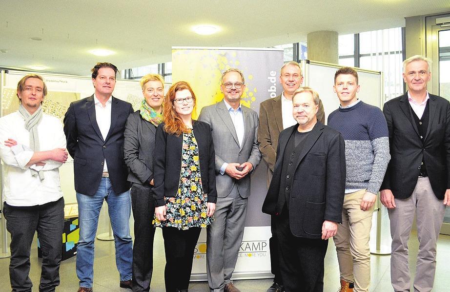 """Vetreter der Stadt, des Architekturbüros Brederlau und Holik und der Groth-Sahle-Projektentwicklung stellten die Bauplanung für das dritte """"Sonnenkamp""""-Quartier vor."""