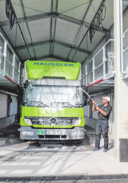 Lkws bis 14 Tonnen können in der Waschhalle vollautomatisch gereinigt werden.