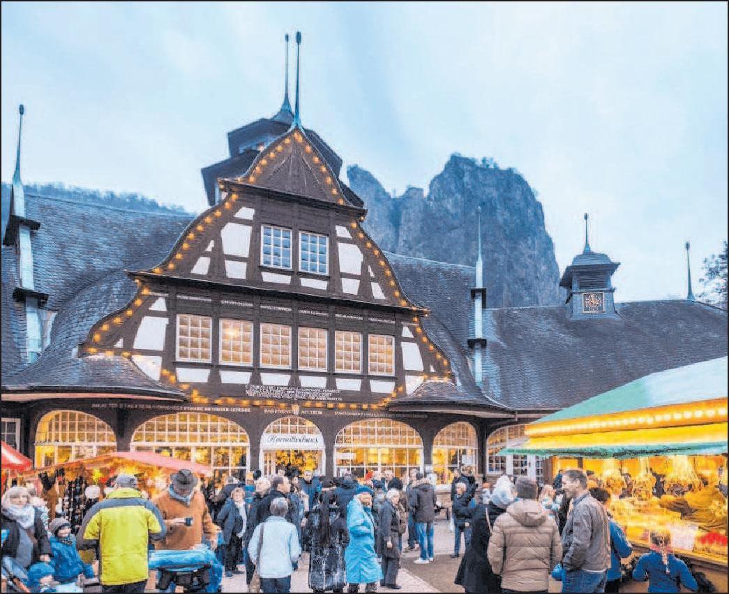 Vor der Felswand: Markt in Bad Münster. Foto: Dominik Ketz/rpt/frei