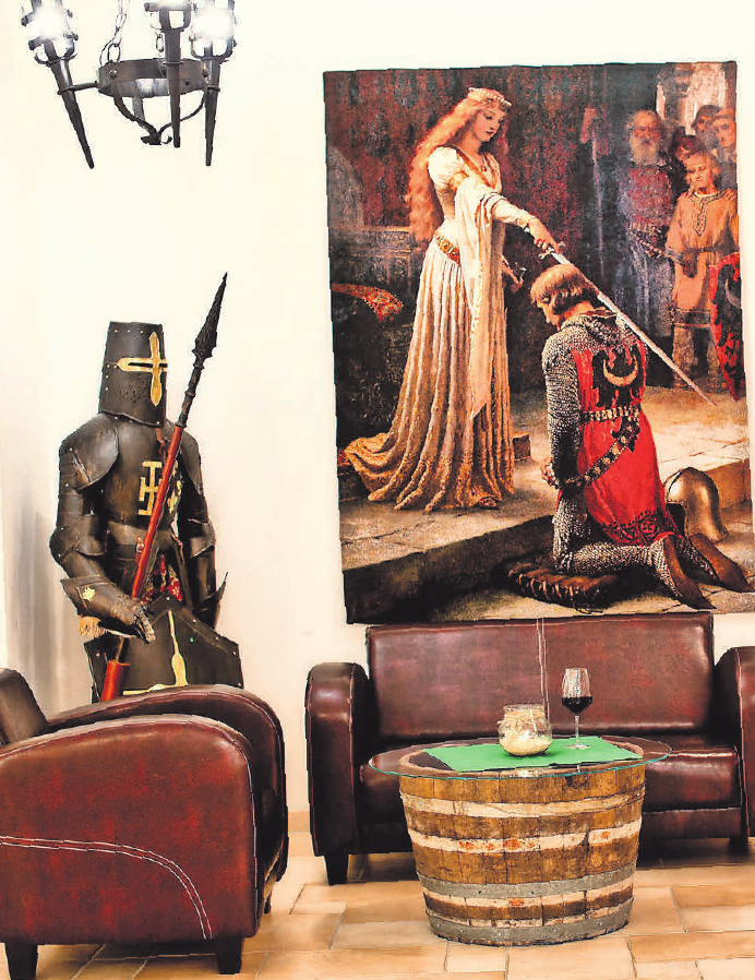 Mittelalterliches Flair lädt zum Verweilen in der Lobby ein.