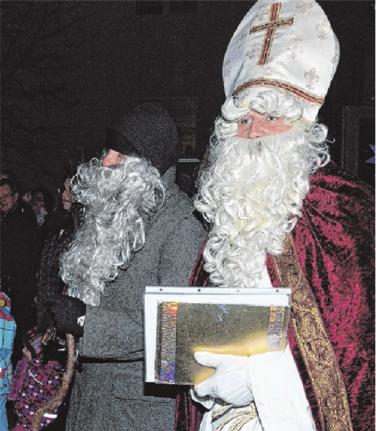 Stammgäste beim Nikolausmarkt: der Nikolaus mit Knecht. Foto: Klaus Müller