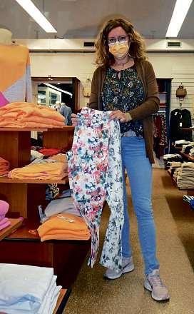 Frische Farben und gemusterte Hosen machen Lust auf die neue Frühjahrmode.