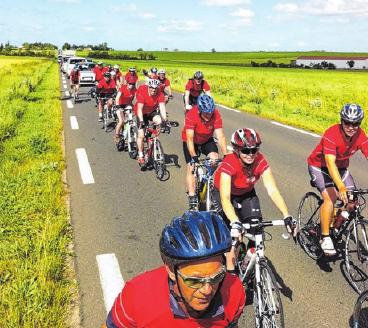 """Die """"Jedermänner"""" fahren mit dem Rad bis nach Frankreich. Fotos: privat"""
