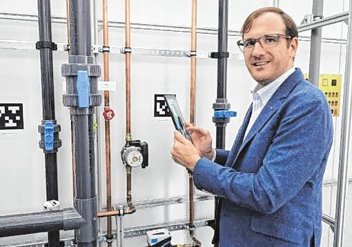 Adrian Merkel, Vorstand der speedikon FM Firmengruppe, im hauseigenen FUTURE.LAB.