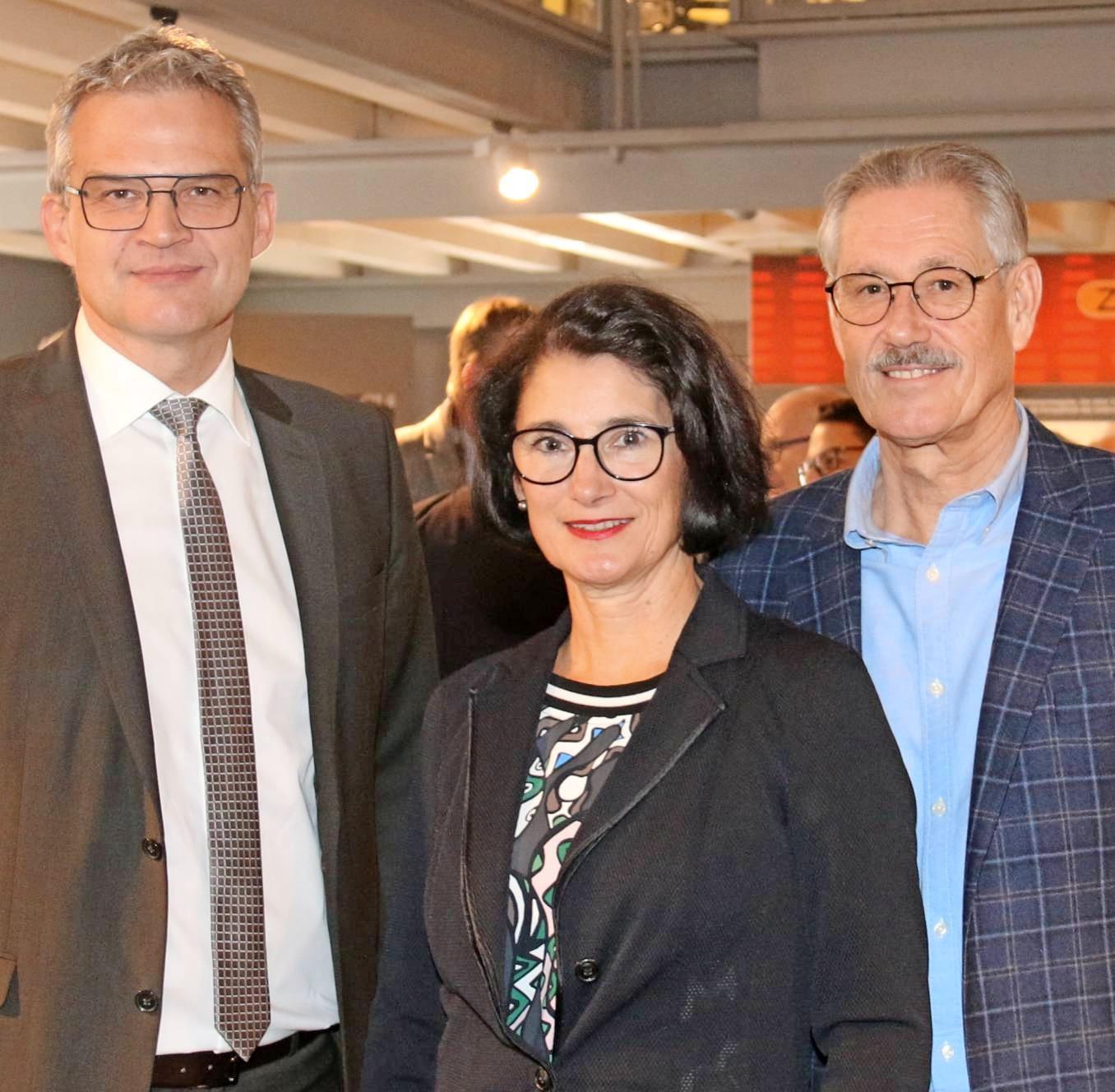 OB Steffen Hertwig (li.), Ralph-Arno Klumbach und Ehefrau Sieglinde.Foto: snp