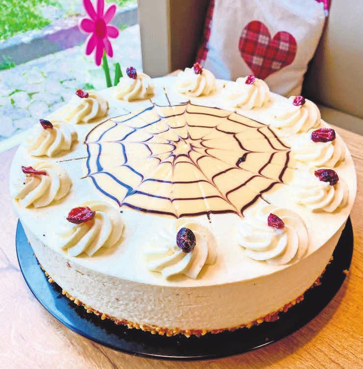 Mehr als lecker sind die Torten, die im Café-Eis-Blume angeboten werden.