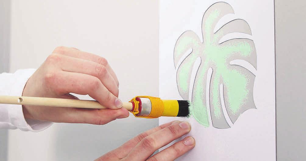 Lust auf Motive an den Wänden, aber eine schlechte Führungshand am Pinsel? Schablonen helfen. Foto: Christian Bordes/Alpina/DIY Academy/dpa-mag