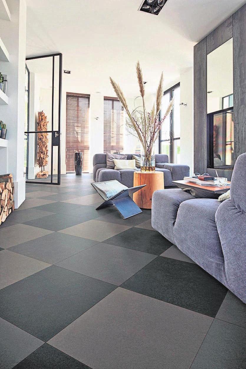 Die kombinierte Verlegung von drei Farben sorgt für ein abwechslungsreiches Bodenbild. Foto: Meister/akz-d